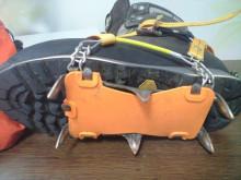 マウンテンダックスの6本爪アイゼン(軽アイゼン)の使い方&装着方法
