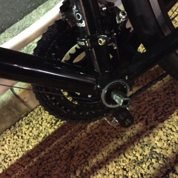 脱落したクロスバイク・ミストラルのクランク