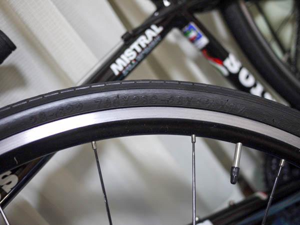 クロスバイクのジオス・ミストラルのタイヤ