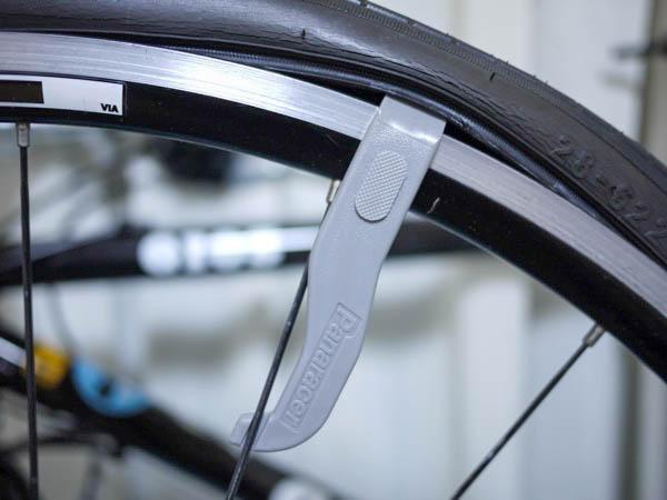 クロスバイクのタイヤ交換&チューブ交換。タイヤレバーの使い方