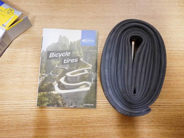 新品のクロスバイク用チューブ「シュワルベの700×18/28C」の箱の中身