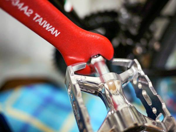 三ヶ島製作所(MKS)のMT-E・シルバーのペダルの取り付け模様