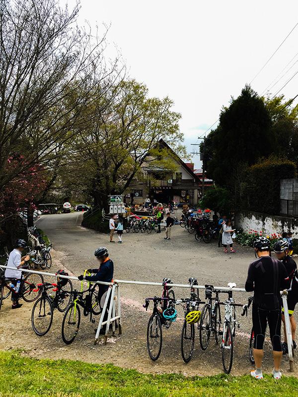 荒川サイクリングロードの休憩所として有名な榎本牧場