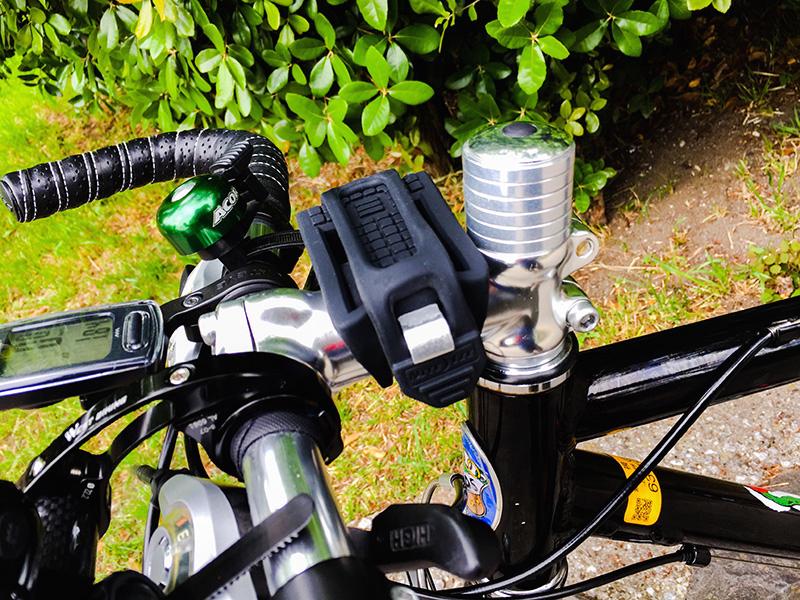 ブルホーンハンドルを装着したクロスバイクのステム