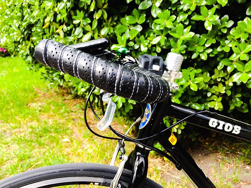 ブルホーンハンドルを装着したクロスバイク