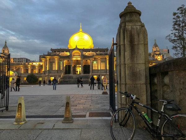 川崎大師へのツーリングから都内へ戻って、夕方の築地本願寺