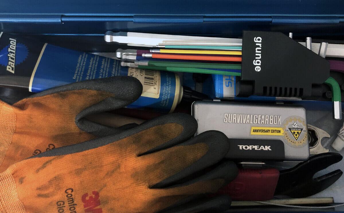 トラスコ・東洋スチールのツールボックスに収納しているクロスバイクのメンテナンス用工具